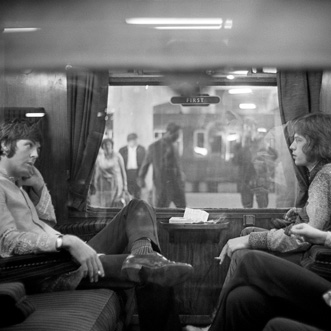 Jagger en McCartney in trein
